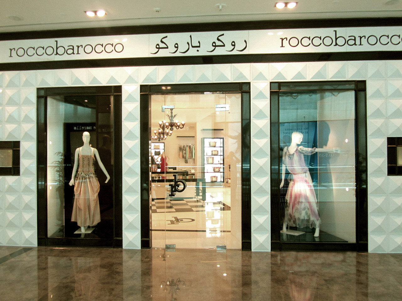 Roccobarocco Shop (Doha – Qatar) 03